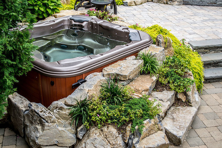 Bullfrog spa hidden in the boulders and landscaping