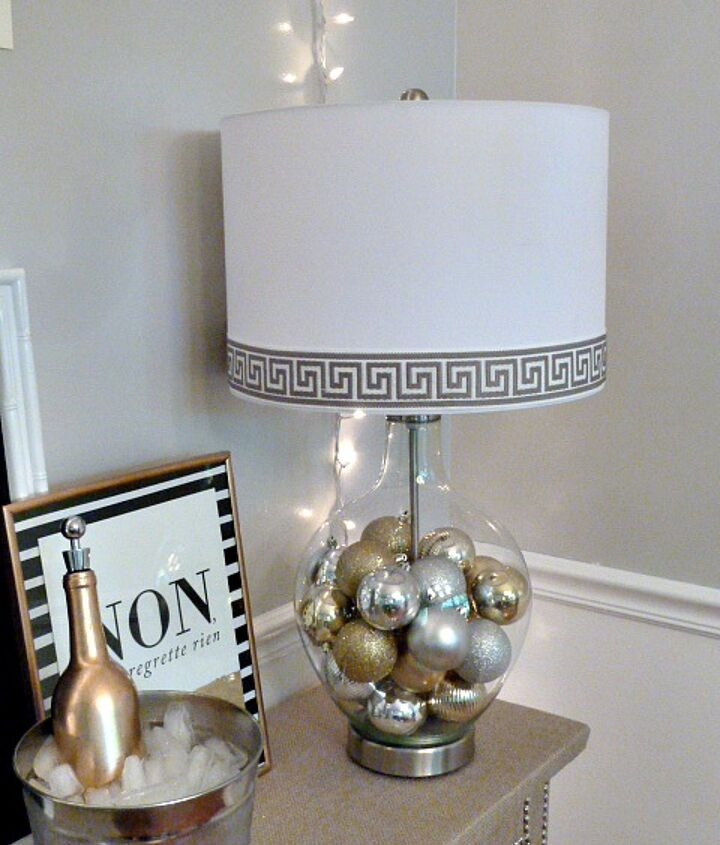 Here's the finished result! A classy and stylish lamp ready for the holidays and New Year's Eve!