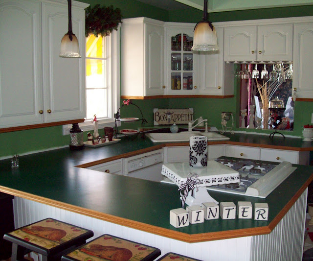 This was the countertops BEFORE.... yup hunter green formica with fancy wood trim.  LOL