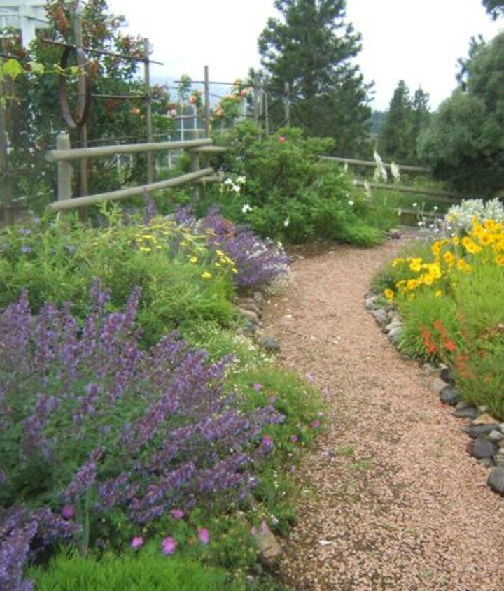An enclosed garden & day lilies ~ Sensible Gardening http://sensiblegardening.com/touring-the-garden-in-mid-summer/