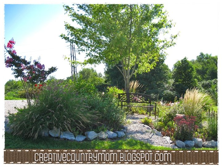 Summer is still in full bloom in my Indiana Garden... come take a look!  www.creativecountrymom.blogspot.com