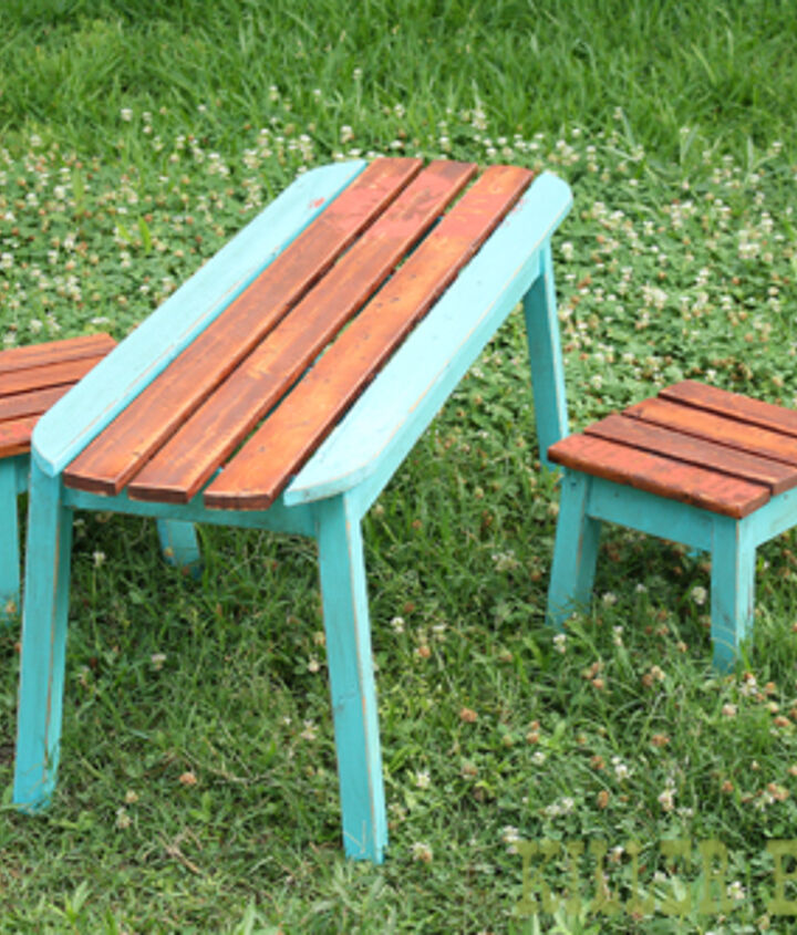 kids' surfboard table and stools