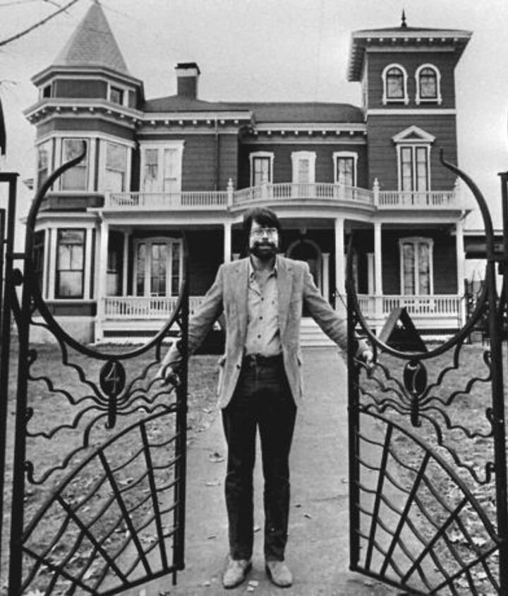 stephen king s house in bangor maine, architecture