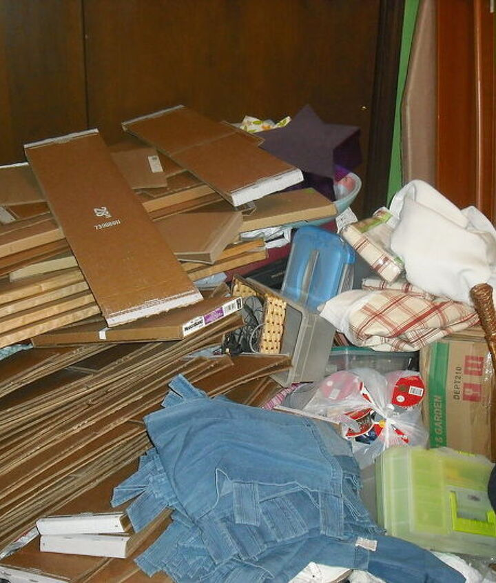 This is my material boards just tossed in the new room because no room in the small room, had to take all of this out to organize new room.........big mess for sure right??????  Wait until you see new room.......keep looking!!!!!