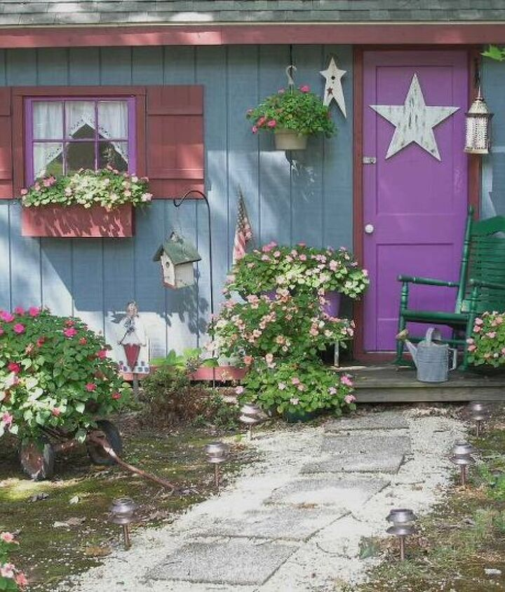 Here is the shed in full bloom. See what Miracle Grow can do? I love that stuff!