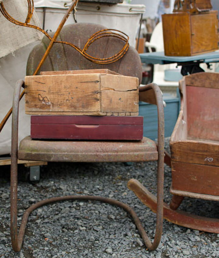This rusty chair was so fantastic!  I can just imagine the stories it could tell!