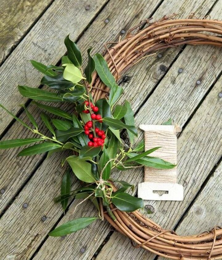 Using the twine, tie the bunch to the grapevine wreath.