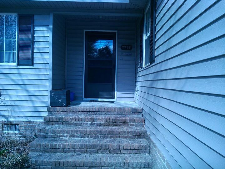 q need some color here looking for some ideas, curb appeal, decks, doors