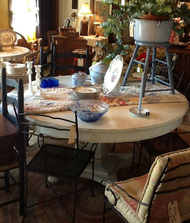 Spotted this table at a local antique shop in Maine. Seats 8 so perfect for a dinner party!