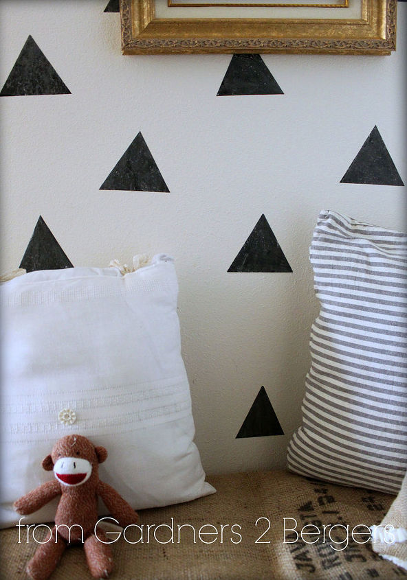 easy niche update diy triangle faux wallpaper, chalkboard paint, crafts,  home decor,