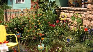 dit flower bed edging, flowers, gardening, I credit the photo to Roy Inman