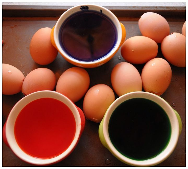 new year s seed starting, gardening, Step 1 Prep the eggs Pop the tops empty and rinse them thoroughly