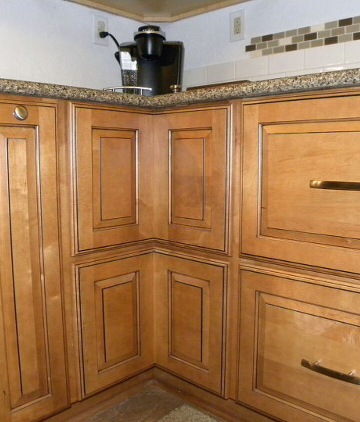 The cabinet to the left with the round knob is a spice pull-out. The cabinet to the right is a two-drawer base.