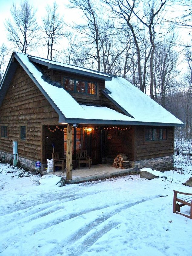 Check out the exterior of this adorable cabin!