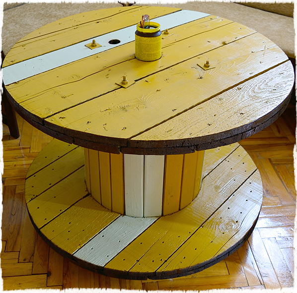 Cable spool table with wheels by Dragan Drobac.