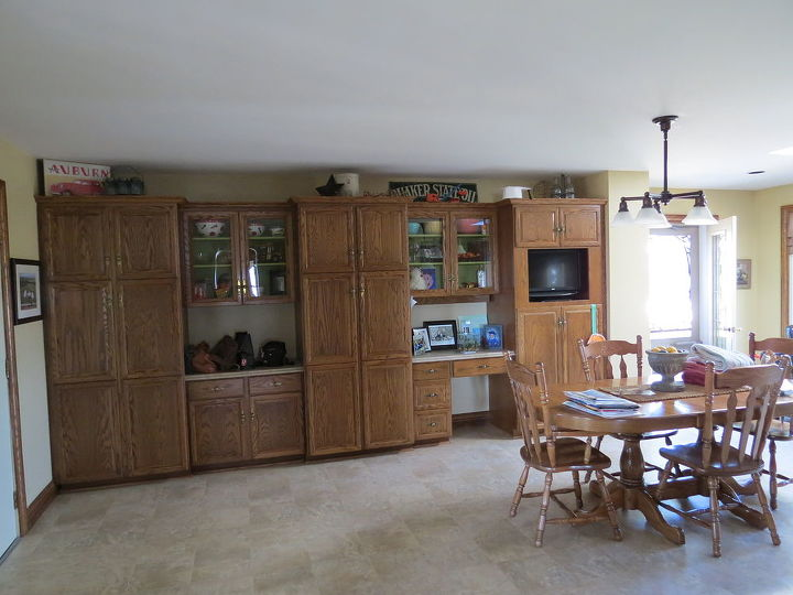 Opposite wall of cabinets
