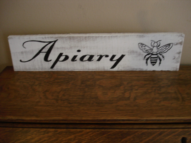 signs from pallet boards, pallet projects, Apiary pallet sign