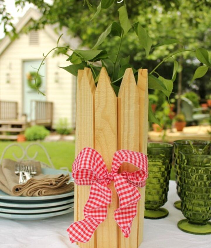 """Slip 12"""" pickets inside a rubber band and add a wired ribbon."""