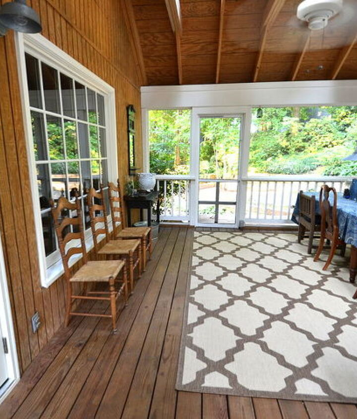 Screened-In Porch {open area that needs some new seating?