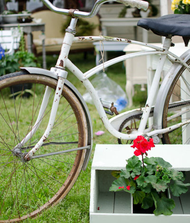 This bicycle is just too cute!  I wanted to buy it and take it for a ride right then and there!