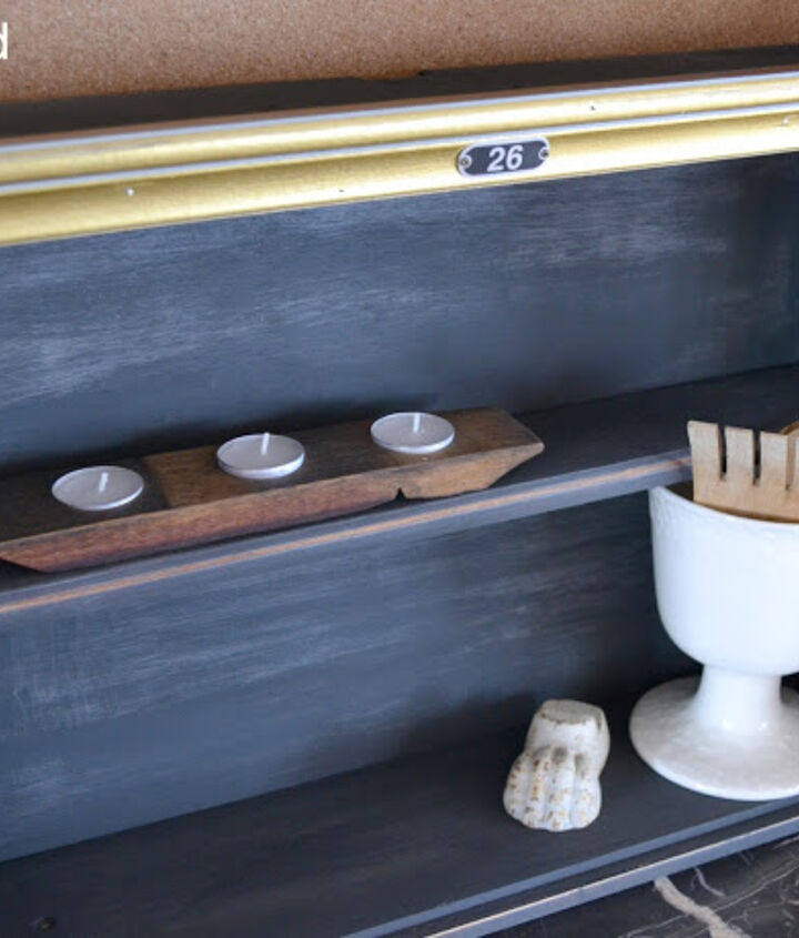 And here it is, slightly distressed but with some gold glamor. A perfect shelf to hang on the wall or sit on a table!