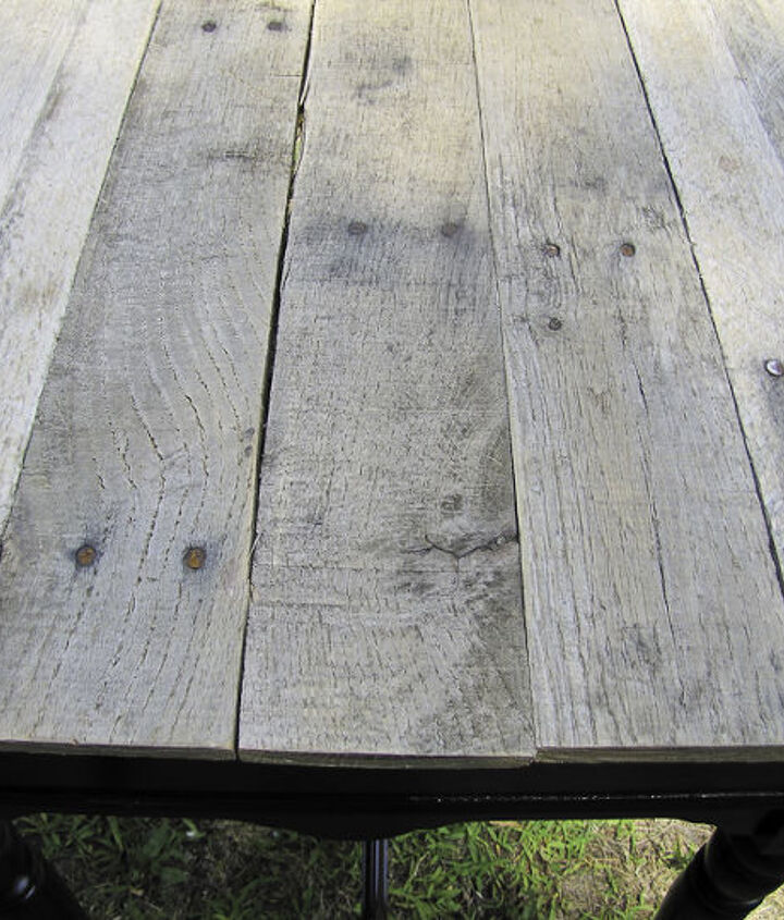 reclaimed pallet wood table, diy, painted furniture, pallet, repurposing upcycling, woodworking projects