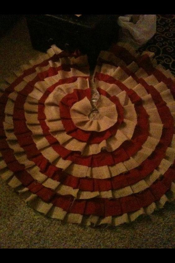 do it yourself no sew tree skirt, crafts, seasonal holiday decor, Burlap tree skirt