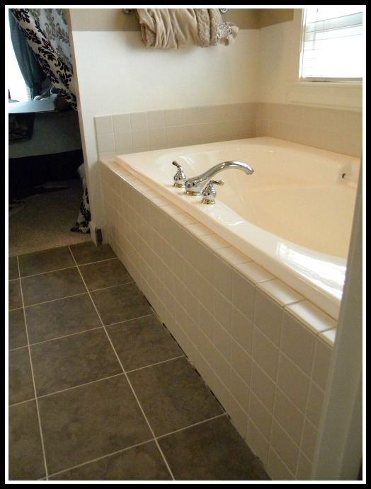 The tub before we resurfaced it.