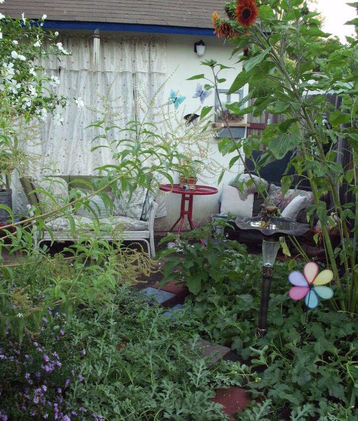 cozy home garden sitting area, decks, gardening, outdoor living