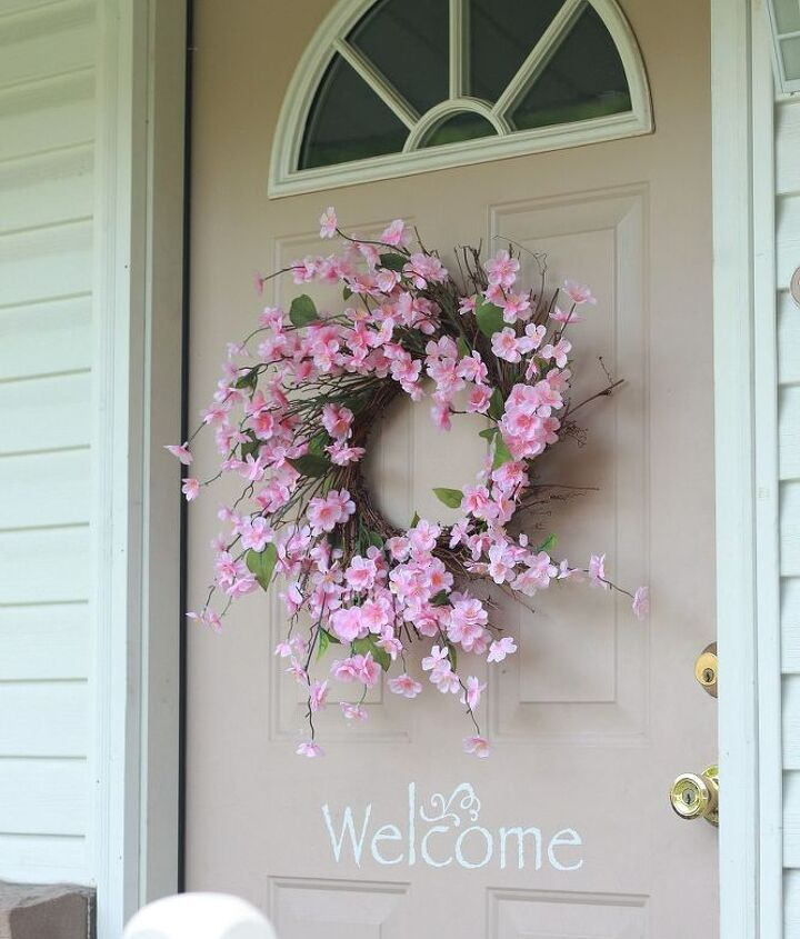 spring summer porch updates, chalkboard paint, crafts, curb appeal, seasonal holiday decor, wreaths
