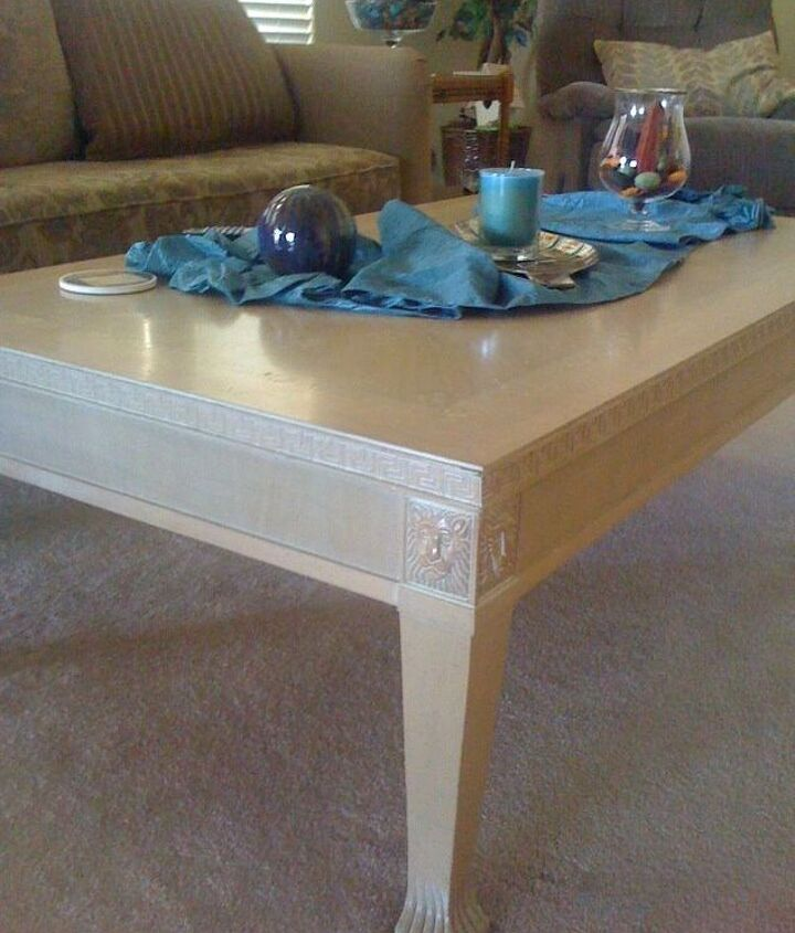 Coffee table blonde finish. Nice, but blends with carpet.