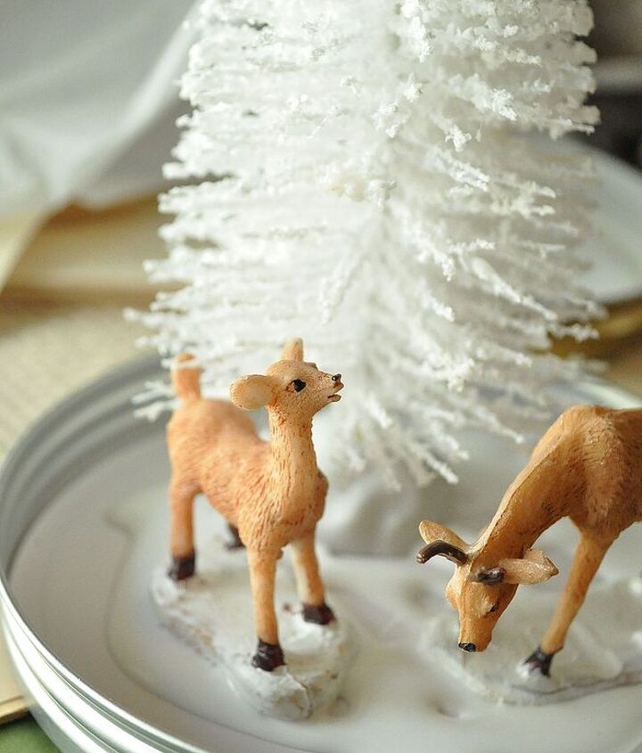 Do the same thing with the base of your animals or any other small trinkets you would like to place inside the jar.