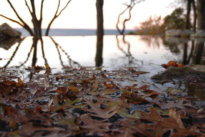 Vanishing edge pond designed and built in Eatons Neck Long Island. http://www.deckandpatio.com/DP_Blog/?p=424
