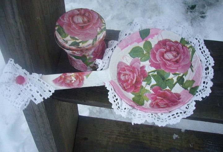 old pan upcycled into a photo frame by decoupage, crafts, decoupage