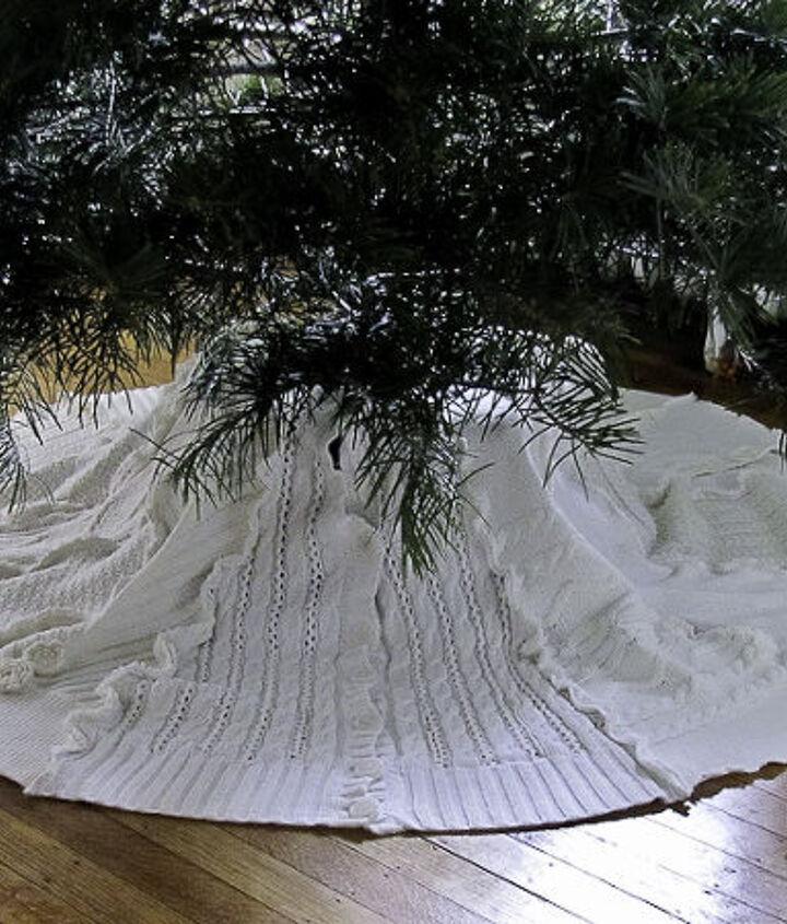 Finished tree skirt