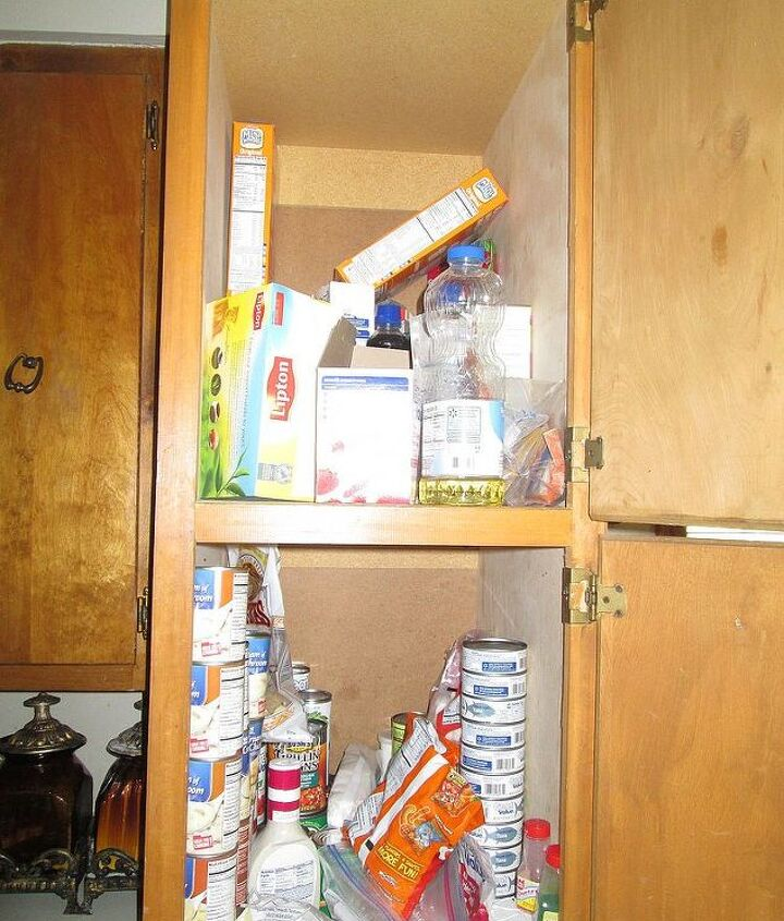 A view of top and bottom cabinets