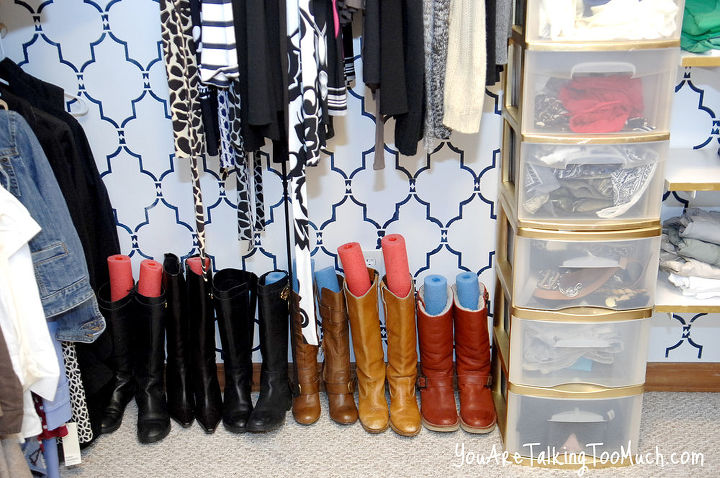 See! Neat and tidy! http://www.youaretalkingtoomuch.com/2013/02/more-closet-organization-tips/