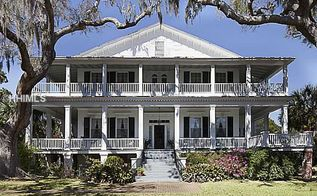 name the home, architecture, curb appeal, Can you guess which movie this home made its debut