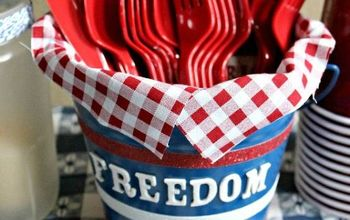 DIY Patriotic Picnic Bucket for Dressing Up Your Table & Storage