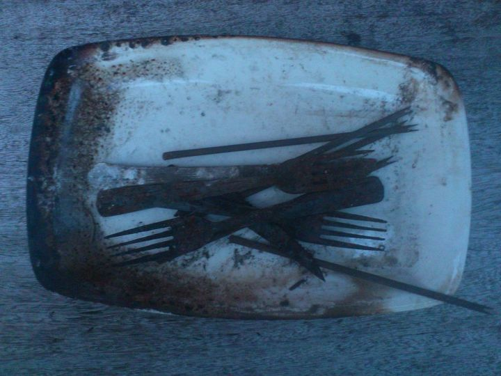 q cleaning, cleaning tips, The cutlery has a sort of black rough texture is it saveable