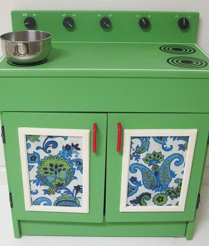 before amp after the makeover of a wooden play kitchen, chalk paint, diy, how to, painted furniture, I wanted something that wasn t too girly or too kiddy So I chose Annie Sloan Antibes Green which gives it a retro feel I kept the existing red handles It worked with the colors