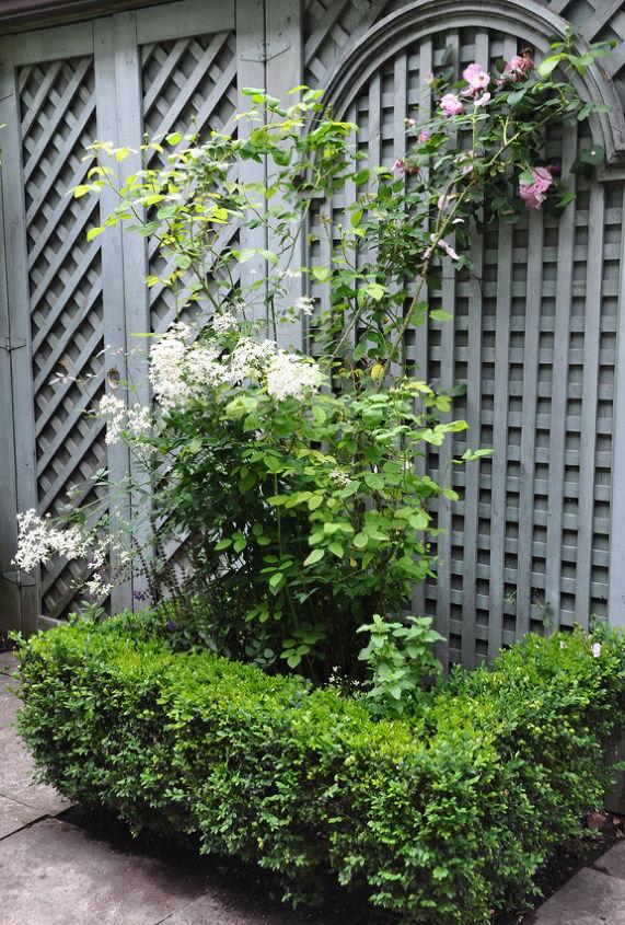 The garden fencing has wonderful detailing.
