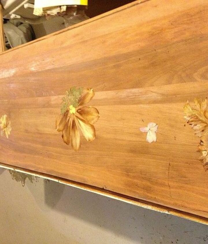 the total surface of the buffet. Pressed flowers are ready to be glued.