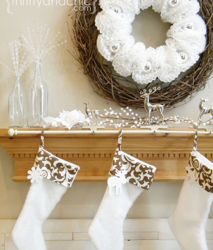Curtain rod for hanging stockings