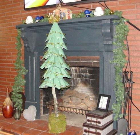 my recycled christmas tree, christmas decorations, repurposing upcycling, seasonal holiday decor