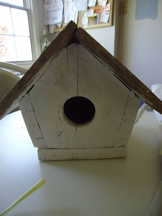 Okay this is the most boring bird house I have ever seen.