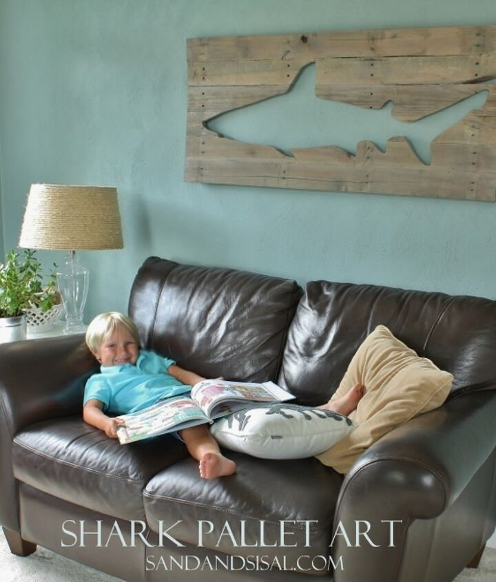 Shark Pallet Art - Repurposing pallet or reclaimed wood to create beautiful artwork and home decor. http://www.sandandsisal.com/2012/07/pallet-art-shark.html