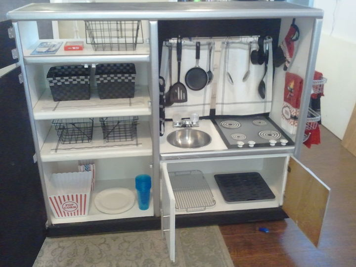 Here is the inside of the storage, put in lots of storage and even a grilling plate and cookie cooler, popcorn set up place to put their stuff away