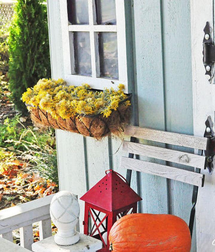 sagebrush window baskets, gardening, outdoor living, seasonal holiday decor