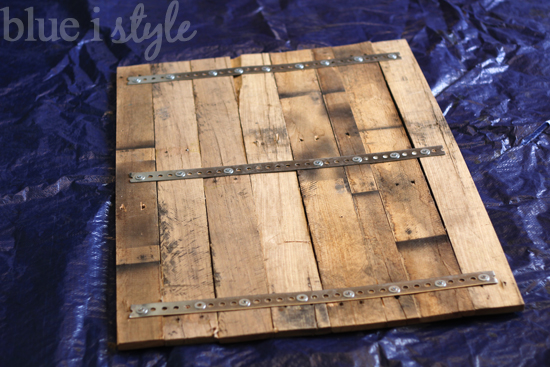 a license plate map high low project, diy, pallet, repurposing upcycling, woodworking projects, Reclaimed pallet wood attached with metal strapping creates the perfect background for a metal license plate map